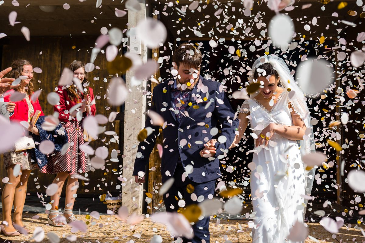 wedding photography in Luxembourg : confetti after church